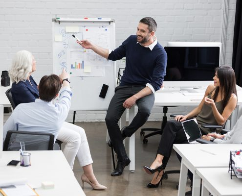business-meeting-or-a-presentation-in-modern-PSX8H2M_WEB